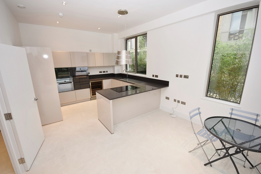 3 Bedroom Town House to Rent in Portobellow Square, Ladbroke Grove , W10