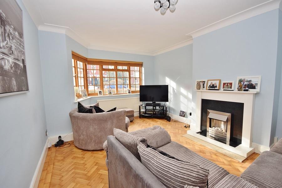2 Bedroom Flat to Rent in Acton, London, W3