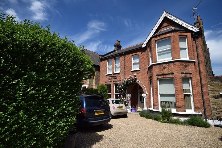 2 bedroom Flat for Sale in Ealing , London W5